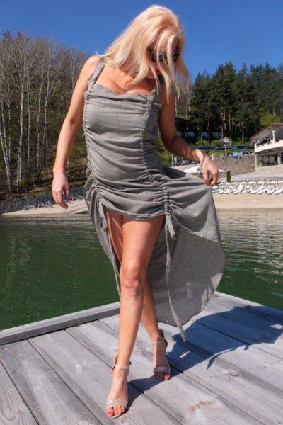 Ефирна нежна рокля в ефектен златист нюанс